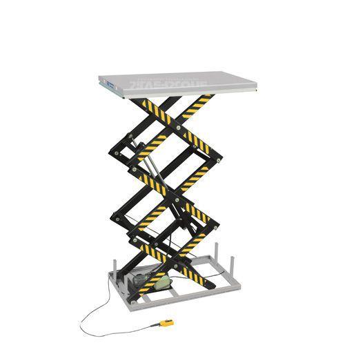 Lyftbord med vertikal trippelsax